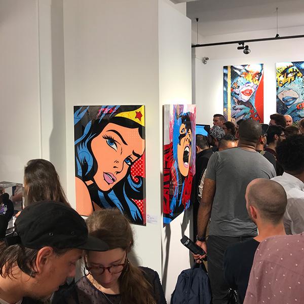 Wonder Woman l'artiste Gomor à l'exposition Super Street Art de la galerie Sakura 2