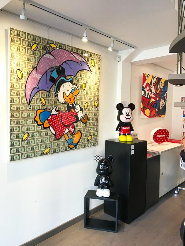 Toile money rain de Gomor en exposition chez art life gallery